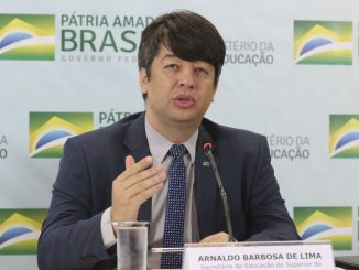 Foto do Secretário de Ensino Superior do MEC, Arnaldo Barbosa de Lima