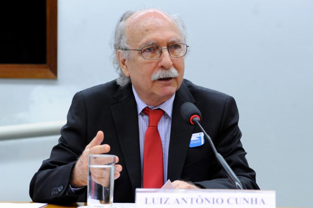 Professor da UFRJ, Luiz Antonio Cunha, durante seu discurso na Câmara dos Deputados. Seminário sobre as universidades federais.