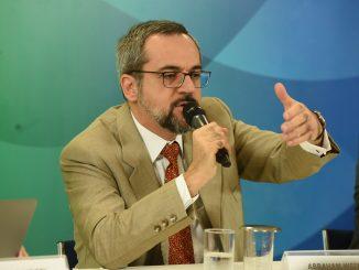 Ministro da Educação, Abraham Weintraub, durante coletiva de imprensa em que anuncia a liberação de verbas para as universidades federais.