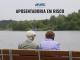 """Imagem com duas pessoas da terceira idade de costas sentadas em um banco. Acima, o nome da cartilha """"Aposentadoria em risco"""" e o logo da Apufsc-Sindical."""