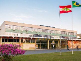 Foto da fachada da reitoria da UFSC