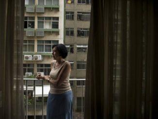 Maria Alice Lenzi. Ela tem 75 anos e está sem sair de casa Foto: Márcia Foletto / Agência O Globo