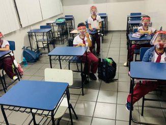 Escolas particulares de Manaus retomam aulas presenciais com estudantes sem sapatos, escudo facial e rodízio de alunos - Reprodução/Facebook