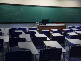 Escolas fechada, sala vazia. Foto: Amanda Perobelli / Reuters