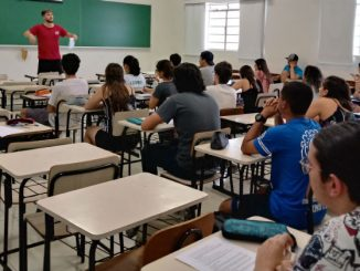 Sala de aula, professora e alunos. Foto: USP Imagens/Victoria Gomes Teixeira