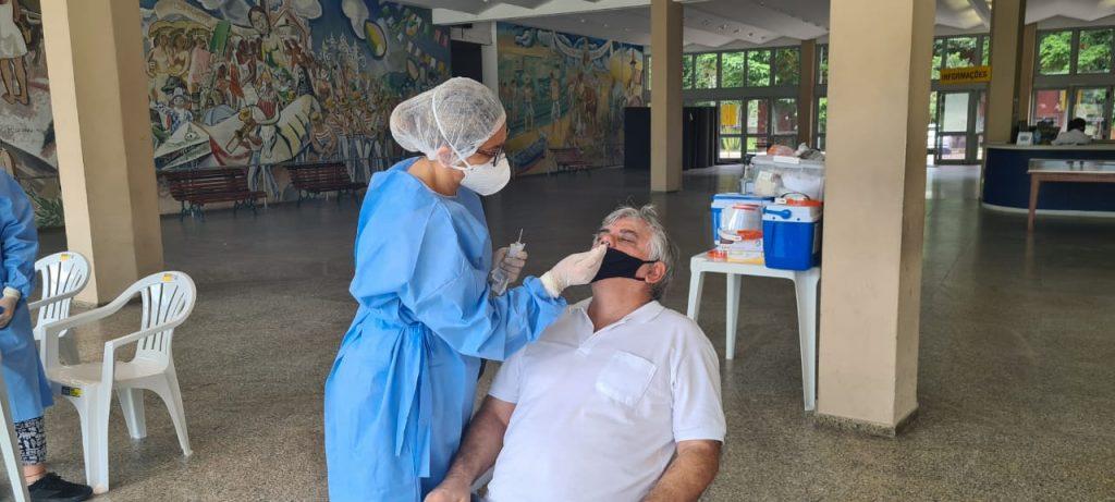 Professor Alexandre Verzani Nogueira realiza testagem