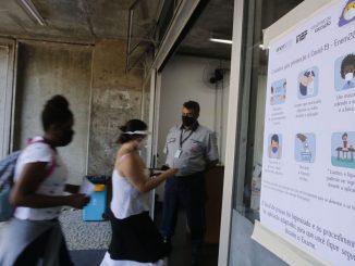 Entrada dos candidatos para o primeiro dia de provas do Exame Nacional do Ensino Médio (Enem) 2020, na Universidade Estadual do Rio de Janeiro(UERJ), na zona norte do Rio. Foto: Tânia Rêgo/Agência Brasil
