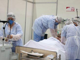 Médicos fazem treinamento no hospital de campanha para tratamento de covid-19 do Complexo Esportivo do Ibirapuera. Foto: Rovena Rosa/Agência Brasil