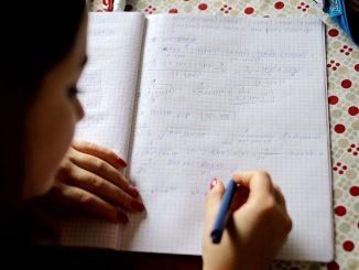 Educação estudante aluna sala de aula caderno matemática. Foto: TV Brasil/Agência Brasil